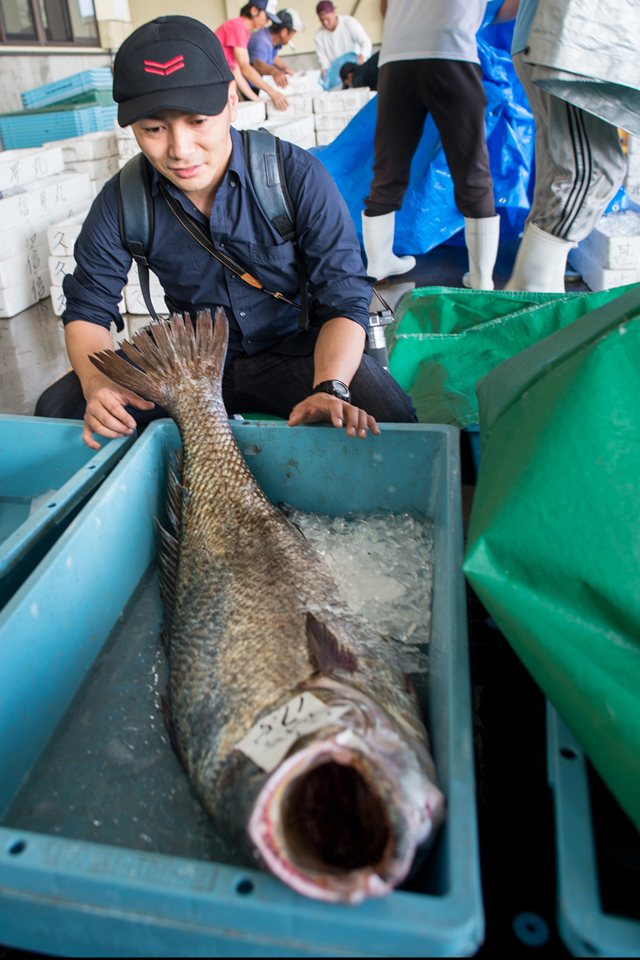 Chef Imamura takes an interest in a large fish